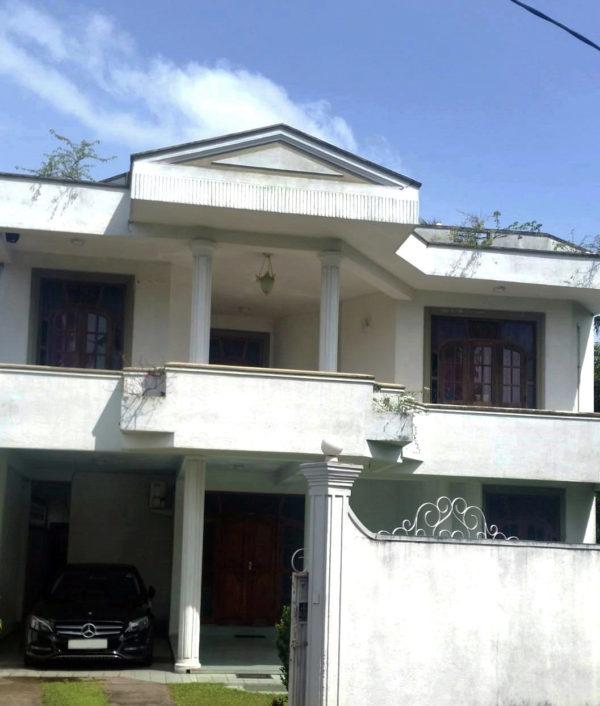 123 perch land with a 3 story house in Kelaniya Sri Lanka