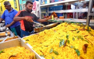 Sri Lanka Street Food – COLOMBO'S BEST STREET FOOD GUIDE! CRAZY Fish Market + Spicy Curry!