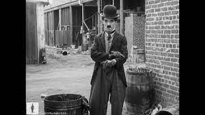 Charlie Chaplin finds a baby – The Kid (1921)